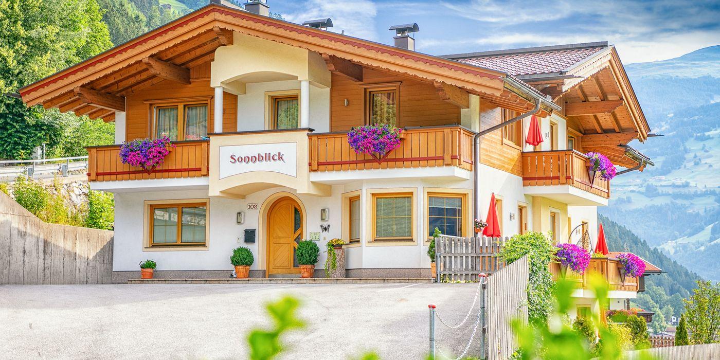 Aussenansicht Landhaus Sonnblick im Sommer